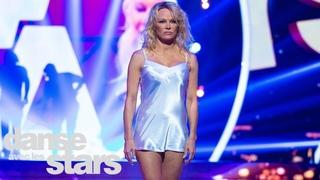 Sur un Contemporain, Pamela Anderson et Maxime Dereymez (Pull marine) – DALS 9