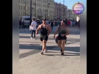 Мужики на улицах России..