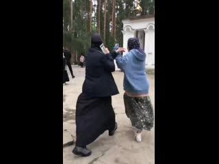 Монахини прогоняют Собчак из монастыря