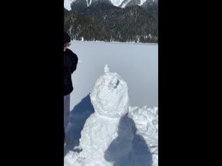 А как вы лепите снеговика ?