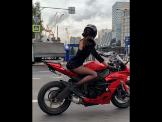 девушка на красном мотоцикле😌 #мотоТаня