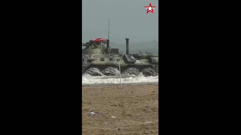 Морпехи Каспийской флотилии под прикрытием боевых кораблей и авиации высадились на необору