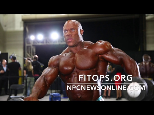 7-Time Mr.Olympia Phil Heath Backstage Pumping Up Posing Before Taking The Stage