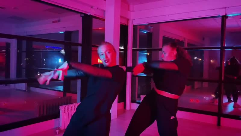 Танцы в Череповце с Юлией Соловьёвой и Юлией Князевой Танцевальный центр ЭЛЕФАНК