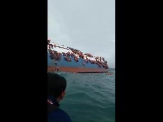 В Индонезии затонул пассажирский паром, в результате погибло 24 человека