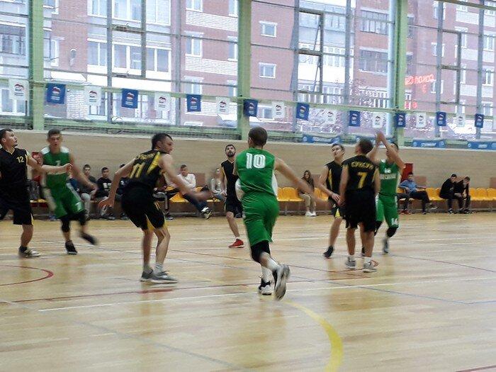 2 ноября в ФОЦ «Сокол» состоялся товарищеский матч по баскетболу между сборной командой города Красноуфимск «Сокол» и сборной пгт.