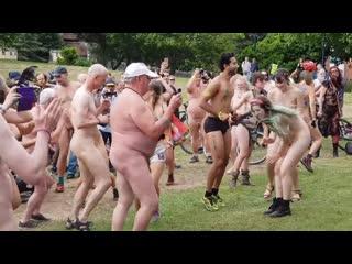 World Naked Bike Ride 34(Голый заезд нудистов). Много голых телок. Нудисты. Натуристы. Письки. Сиськи. Топлес. Хуй. Секс. Жопа