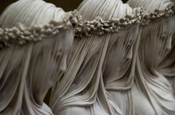 Мраморная скульптура «Сестры милосердия» Рафаэля Монти (1847 год)