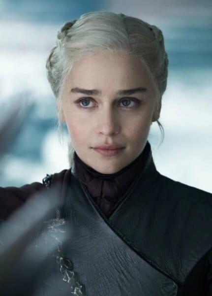 Напиши в комментариях кто по-твоему является самым сильным женским персонажем из кино или сериала