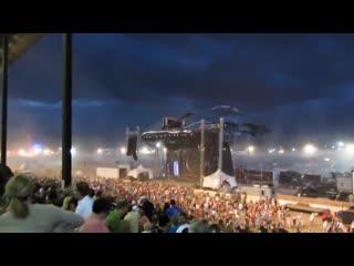 Обрушение сцены во время шторма