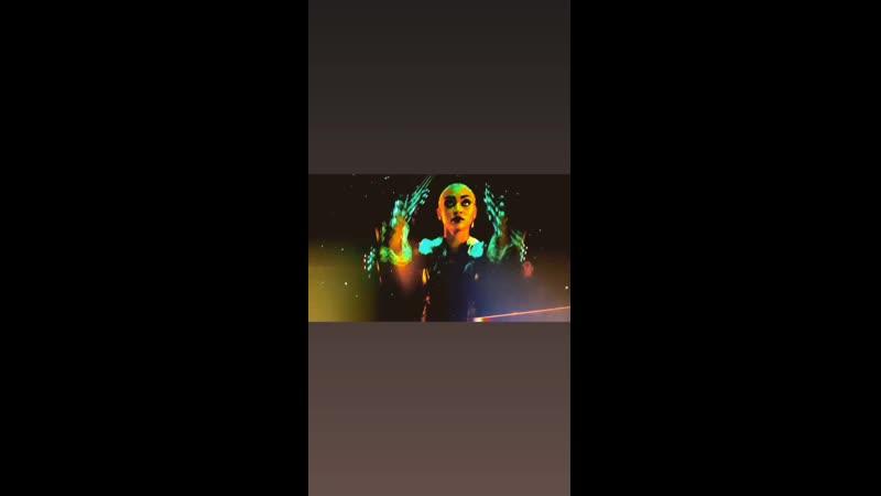 • Инстаграм визажистки Кари Би » Съёмки сериала «Леденящие душу приключения Сабрины» (25.01.21)