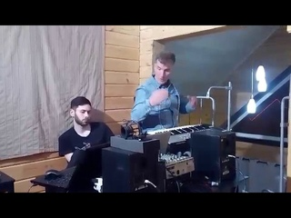 Эксцентричный продюсер-клипмейкер Иван Шаповалов записывает мировой музыкальный трек под Челябинском
