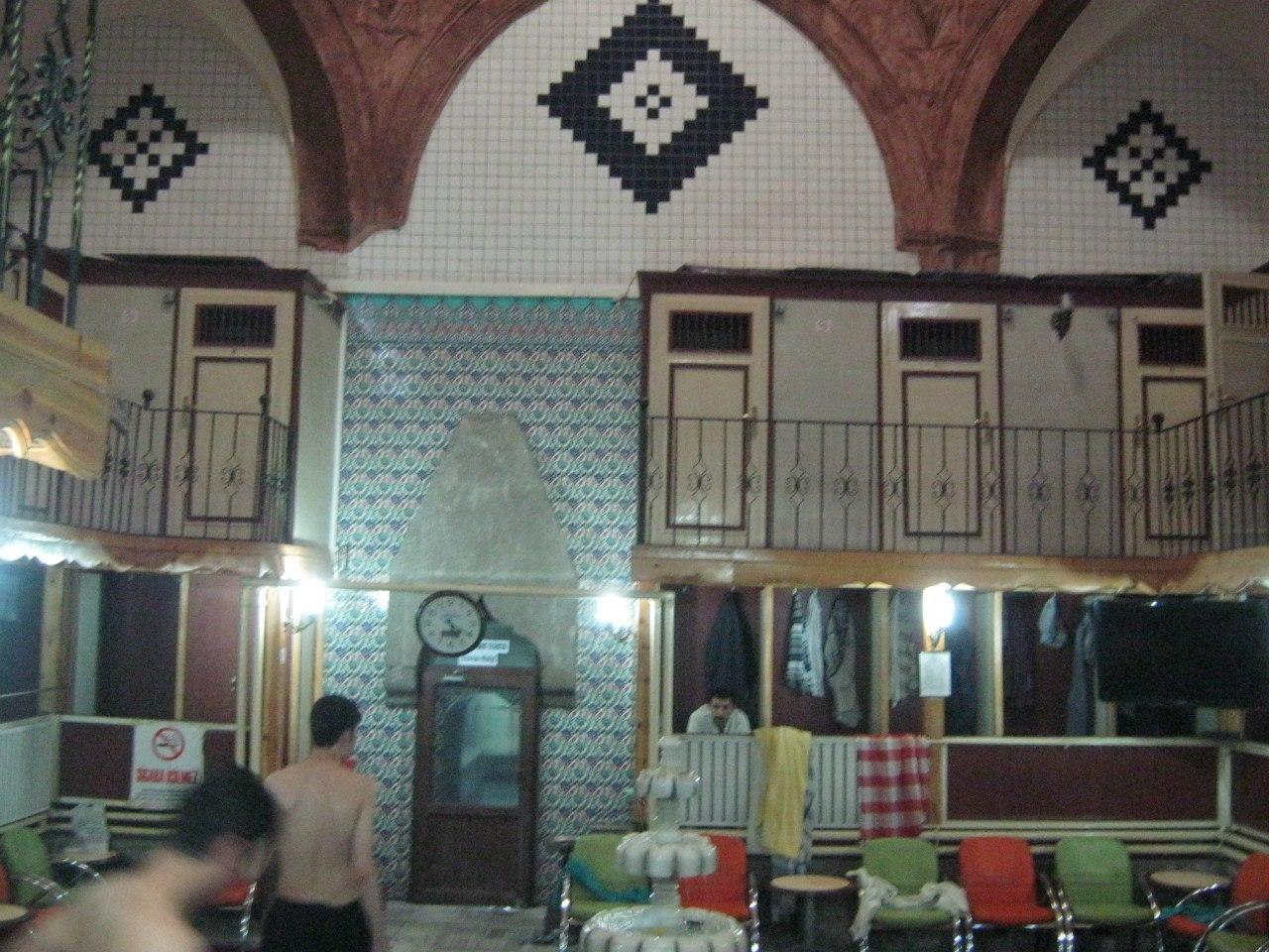 В фойе в старинной баньке в Турции