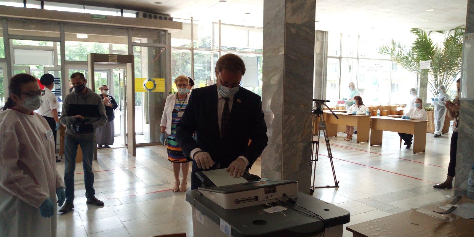 Константин Косачев проголосовал на избирательном участке в Йошкар-Оле