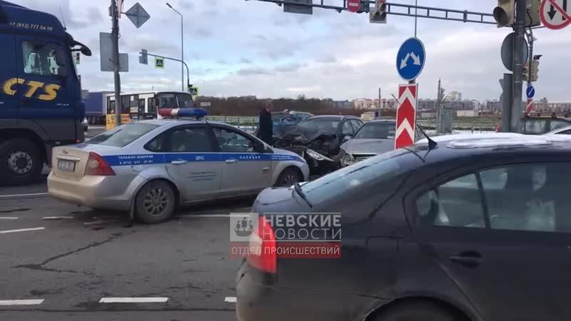 ДТП с раскуроченными авто при въезде в Кудрово