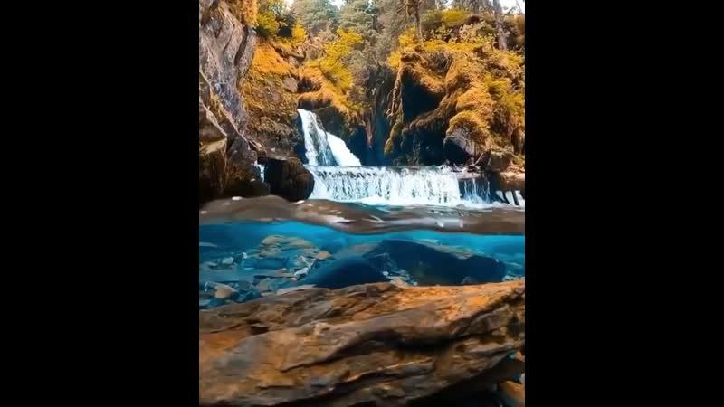 Кристально чистый водопад на Аляске 😍