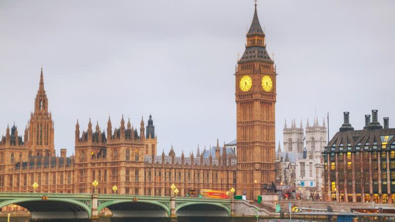 Массовые заражения в Лондоне Британцы и туристы покидают город
