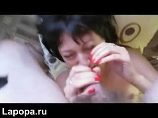 Весело отсосала маленький член любовника на камеру  (Секс Порно Домашнее Орал Минет Анал Жесткое)