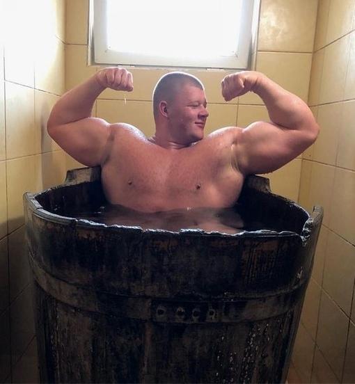 22 гoда, вес 180 кг.