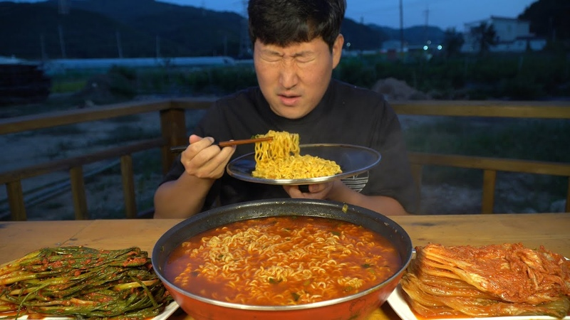 다이어트 후 80일만에 먹는 열라면 Hot spicy instant noodles after diet 요리 방 Mukbang eating show