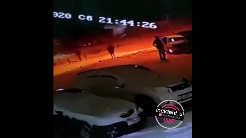 Предварительные данные по ДТП на перекрёстке ул Мира Белградская водитель на белой Карине выйхал на полосу встречного движен