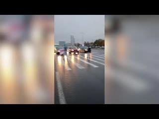 Агрессивные члены организованной преступной группы перекрывают дороги и бросаются на автомобили белорусов