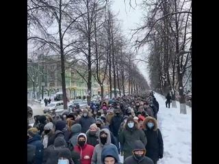 Пермь красавцы ✊ В Перми очень много людей. Полиции почти нет. Может свалили от страха.