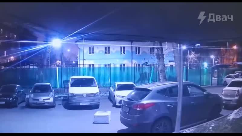 Житель Москвы отправился на прогулку вместе со стиральной машиной
