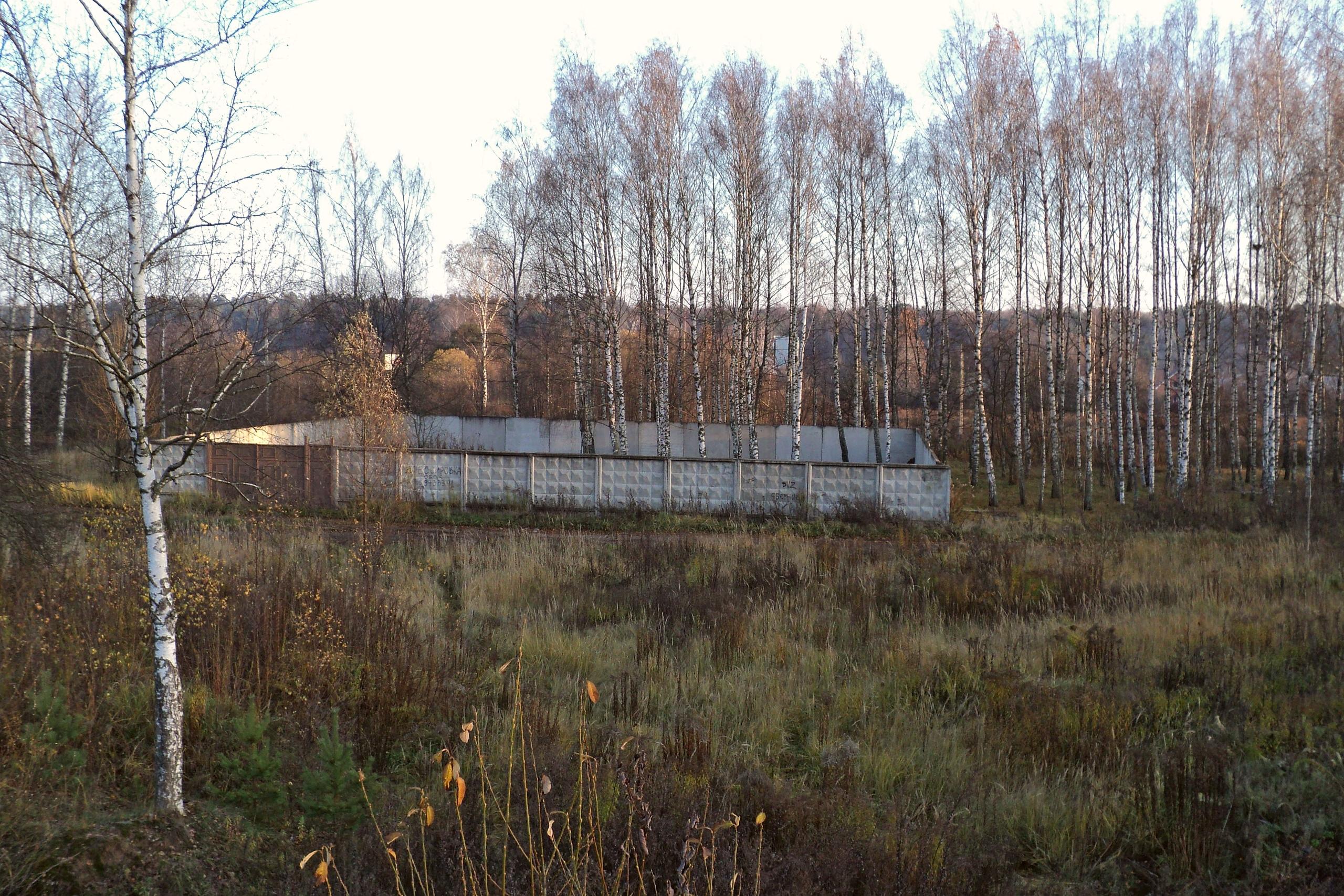 Бывшая позиция военной техники близ деревни Воронки