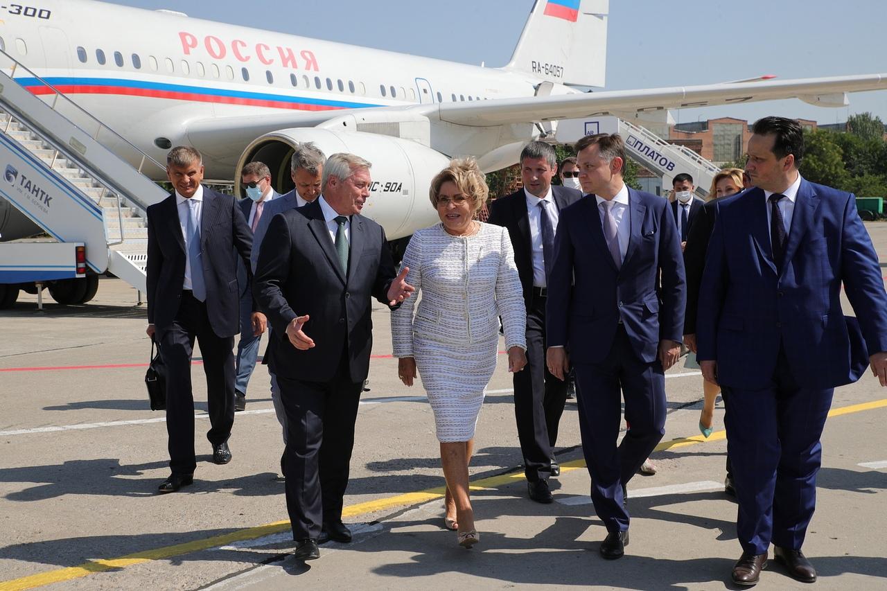 Председатель Совфеда Валентина Матвиенко и Василий Голубев сегодня посетили Таганрог