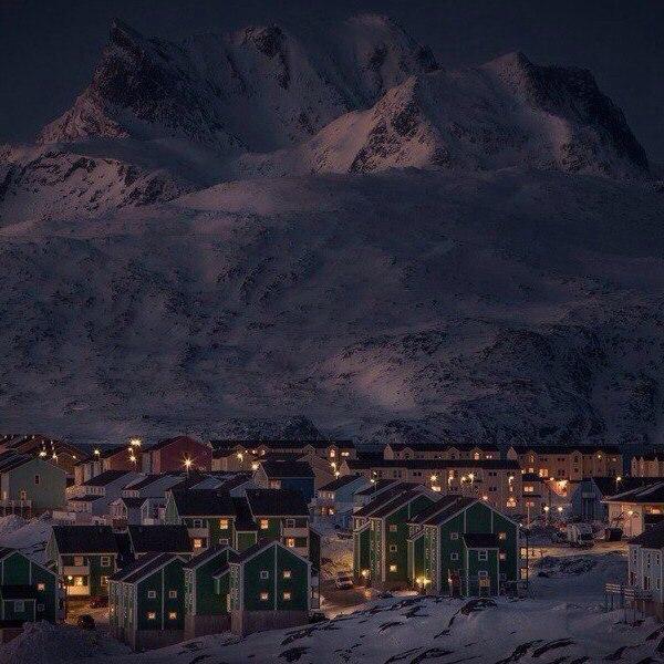 Этот маленький городок слишком идеален.