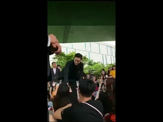 CHOI SEUNG HYUN / TOP BIGBANG MEET VIPS AND BOW THEIR HAND
