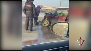 В Томске сотрудники вневедомственной охраны Росгвардии оказали помощь девушке, попавшей в ДТП