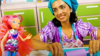 Видео Куклы феи Винкс ищут вкусняшки у Принцессы. Игры в пластилин Play Doh. Готовлю игрушкам!