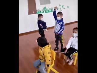Детей учат в Китае ltntq exfn d rbnft