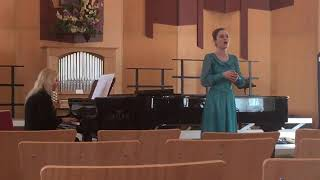 Александра Алексеевна вокалист в школе Виртуозы
