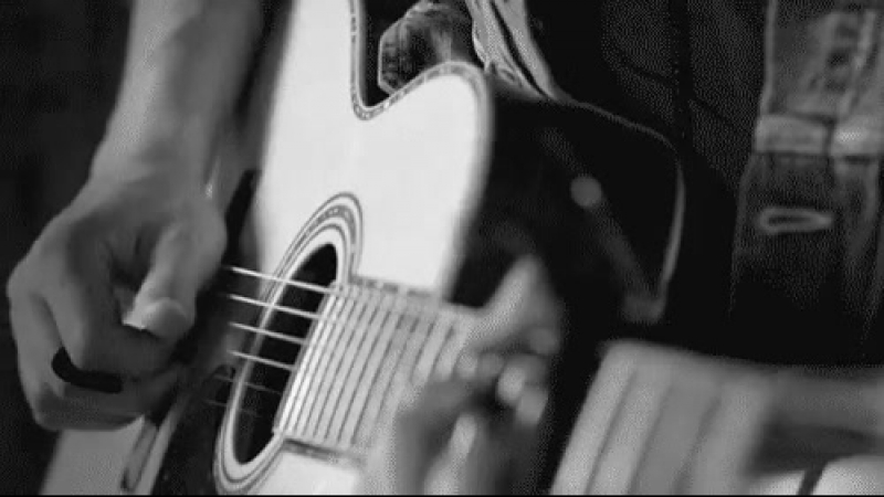 гифка игры на гитаре