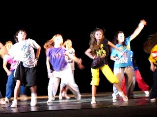 Классно девочки танцуют особино я