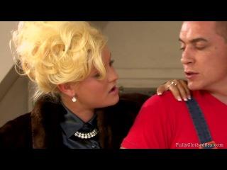 Fullyclothed Sex - Valentina Rossini, Dolly Darkley & Alexa Bold - The Lazy Mechanic