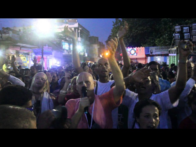 Ratha Yatra 2015 Kirtan infront of Jagannatha's chariot BV Padmanabha