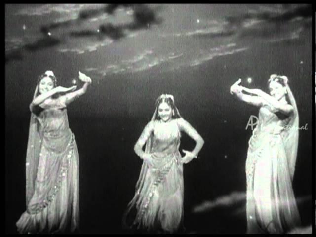 Penn Bharatha Naattukkinai Song