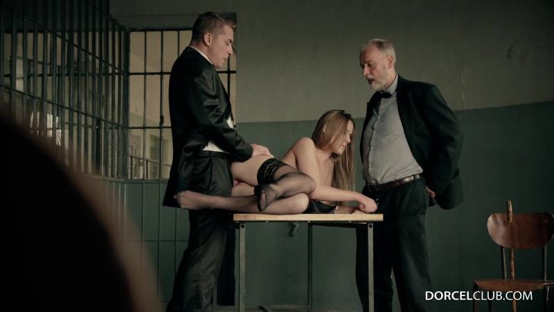 Зэки трахают начальницу тюрьмы