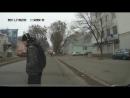 Пешеходы в наушниках на дороге легко становятся хрустиками и очень, очень рискуют...