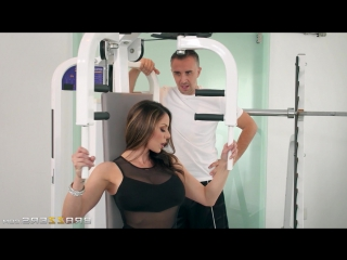 Тренер трахнул подопечную в спортзале porn gym big ass keiran lee & kendra lust