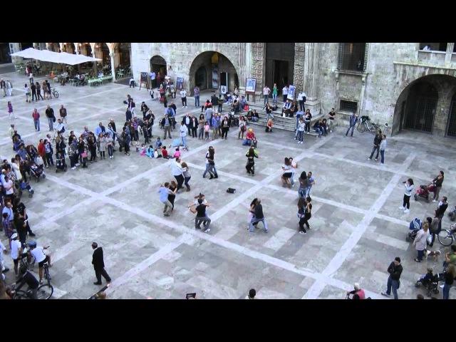 FLASH MOB SALSA RUEDA ASCOLI PICENO 7 OTTOBRE 2012