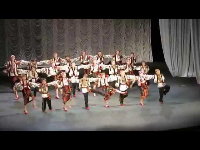 Ансамбль Полуничка Танець Ми живемо у Карпатах 2015р
