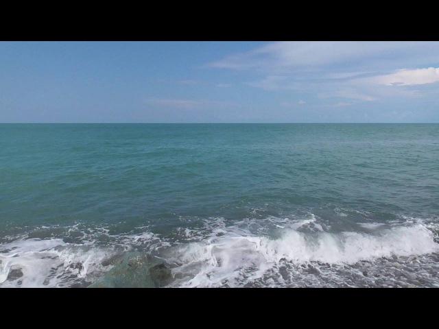 Расслабляющее море. Волны,ветер,камни, звук прибоя. Видео для медитации.