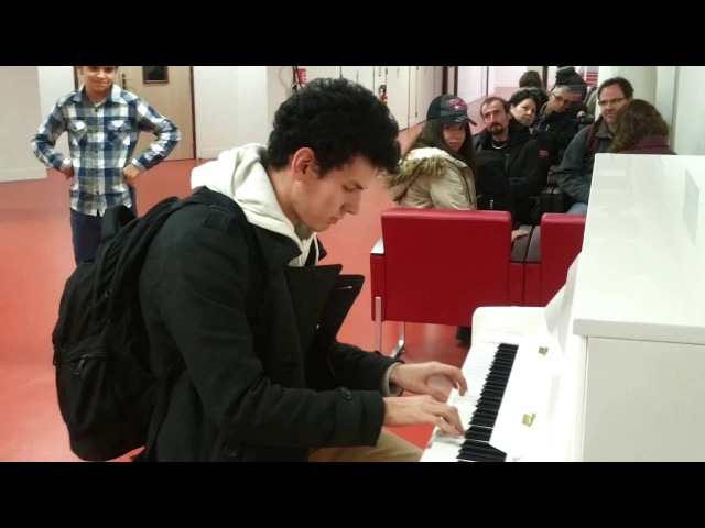 Thomas Krüger – Flashmob Piano Medley at French Airport Paris-Orly
