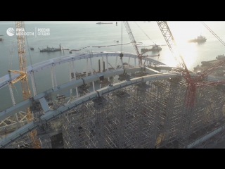 Строители завершили сборку автомобильной арки Крымского моста