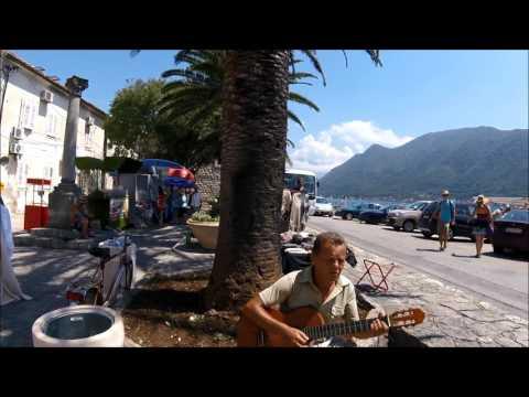 Черногорец сыграл для нас русскую мелодию в Перасте Черногория